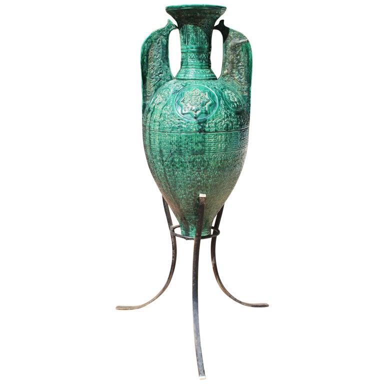 Ánfora Española en Cerámica Verde Esmaltada de Estilo Morisco, del Siglo XIX