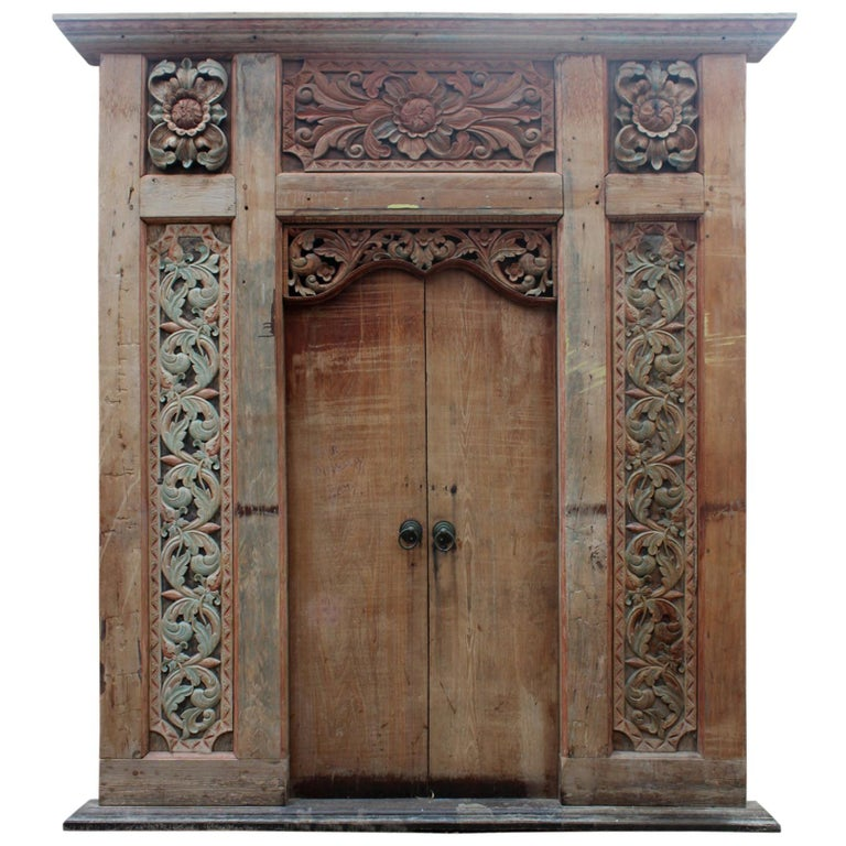Puerta de Entrada Principal India con Detallados Paneles Laterales Tallados a Mano, del Siglo XIX