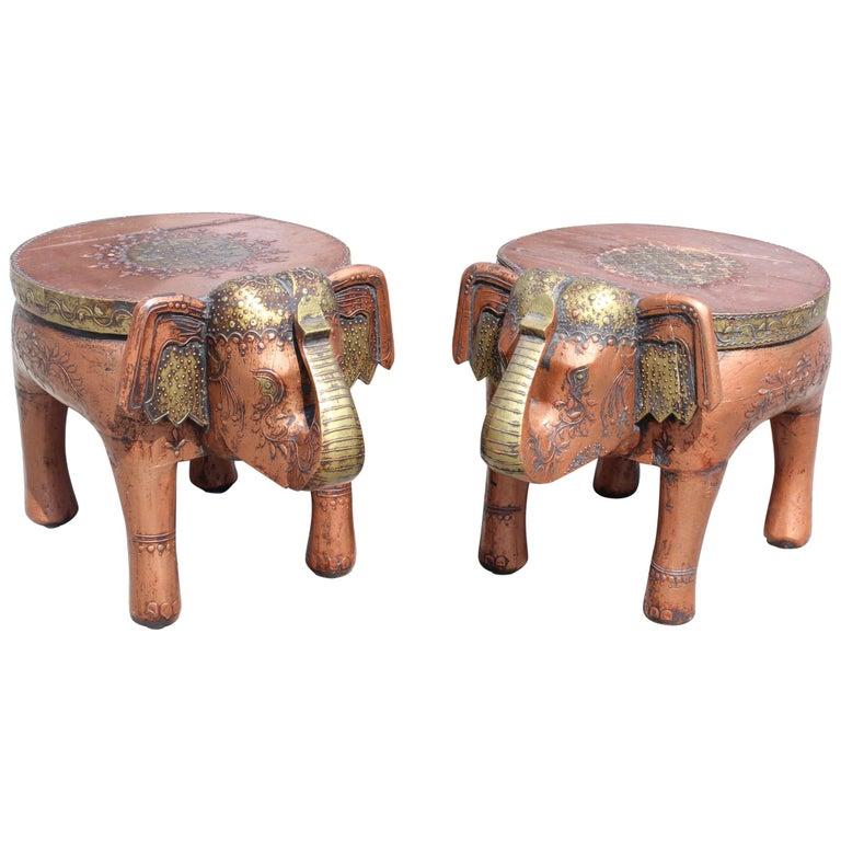 Pareja de Taburetes Bajos Indios Tallados a Mano que Representan Elefantes