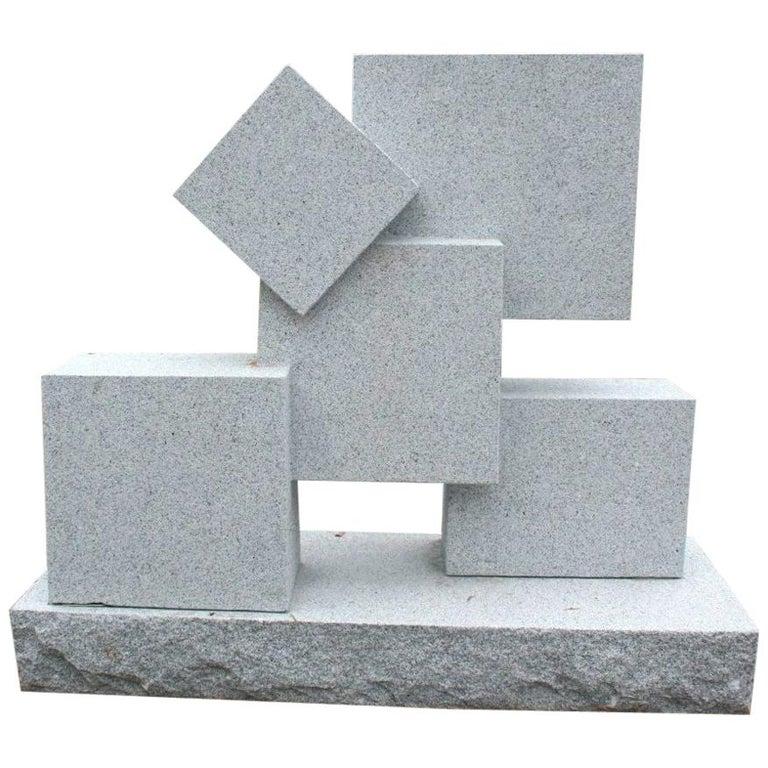 Gran Escultura Cúbica Modernista de Granito Gris