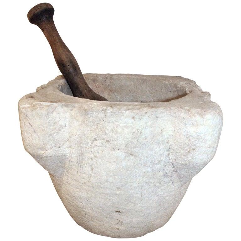Mortero de Cocina de Piedra Tallada a Mano y Pilón de Madera, del Siglo XVIII