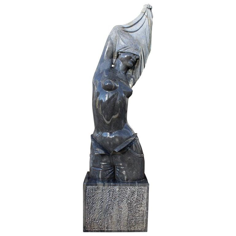 Escultura del Torso de una Mujer Moderna Pulida en Mármol Belga Negro Tallado a Mano, de los Años 90