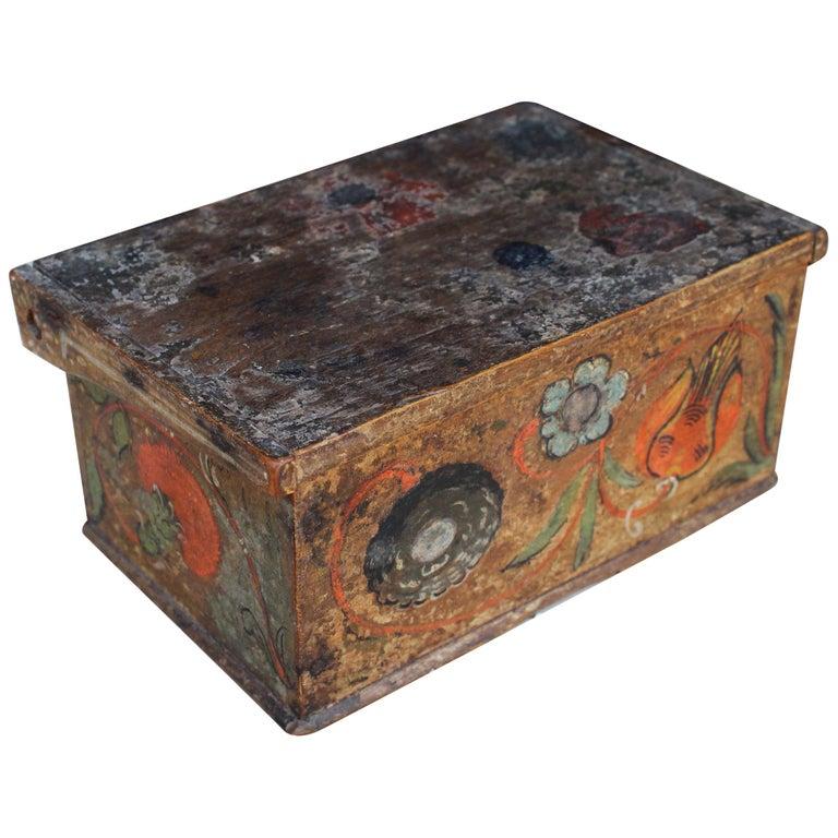 Caja de Madera Suiza Pintada a Mano con Motivos Vegetales, del Siglo XVIII