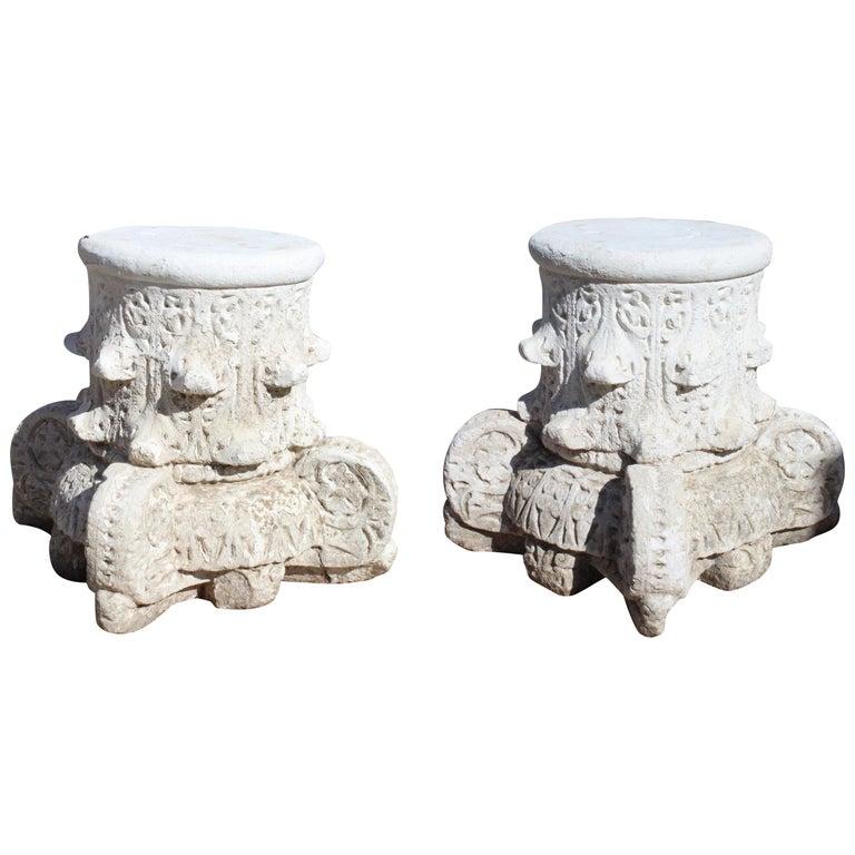 Pareja de Capiteles de Piedra Arenisca Española Estilo Alhambra, de los Años 50