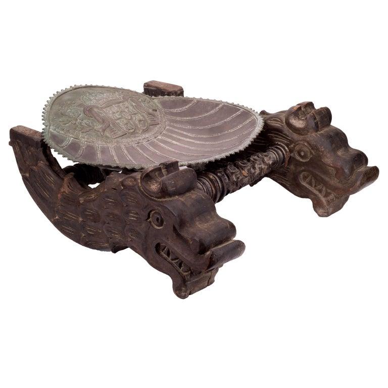 Concha de Plata con el Escudo de Castilla y León en un Soporte de Madera Tallada