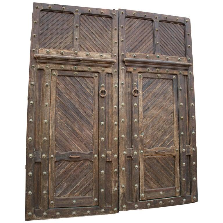 Puerta de Entrada Principal Española con Herrajes de Bronce, de los Años 50