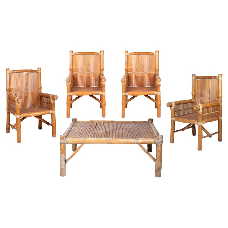 Conjunto Compuesto por Cuatro Sillones y Una Mesa de Café de Bambú, de los Años 80