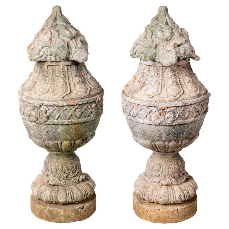 Pareja de Urnas de Terracota Francesa Natural con Tapa