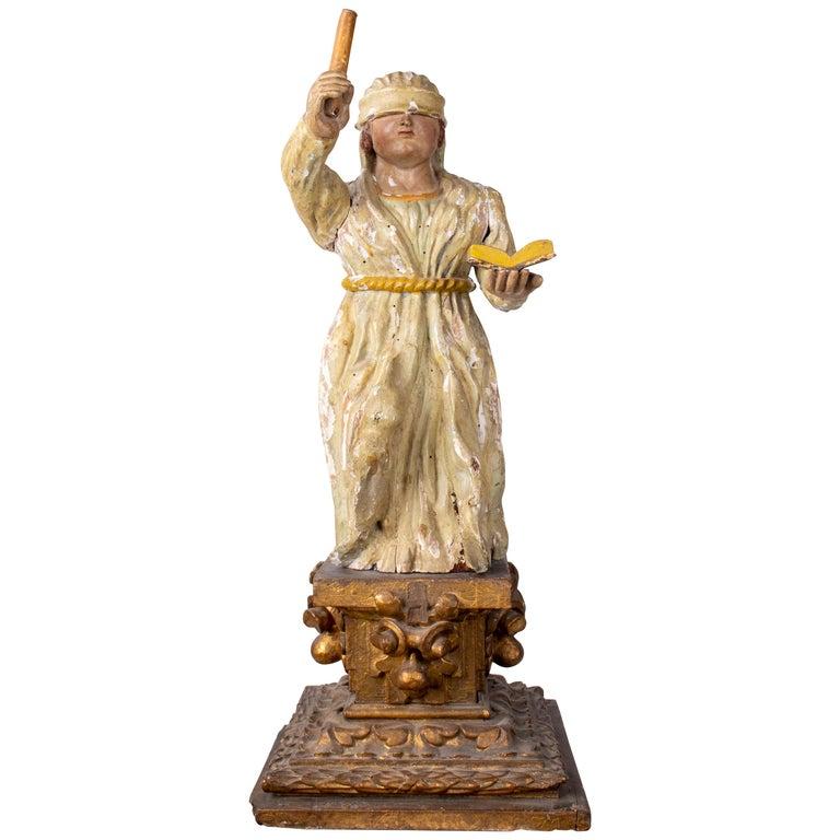 "Escultura Europea de Madera de la Imagen de ""La Justitia"" Sobre un Pedestal Dorado, del Siglo XVII"