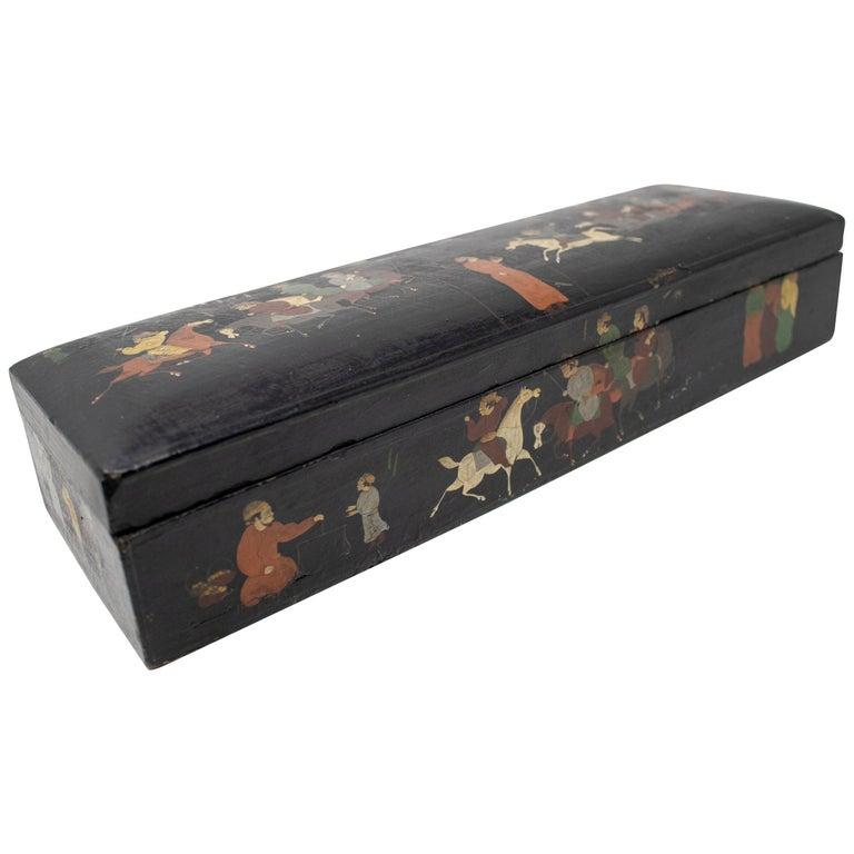 Caja Lacada Mogol con Escenas Pintadas de Hombres y Caballos, del Siglo XIX