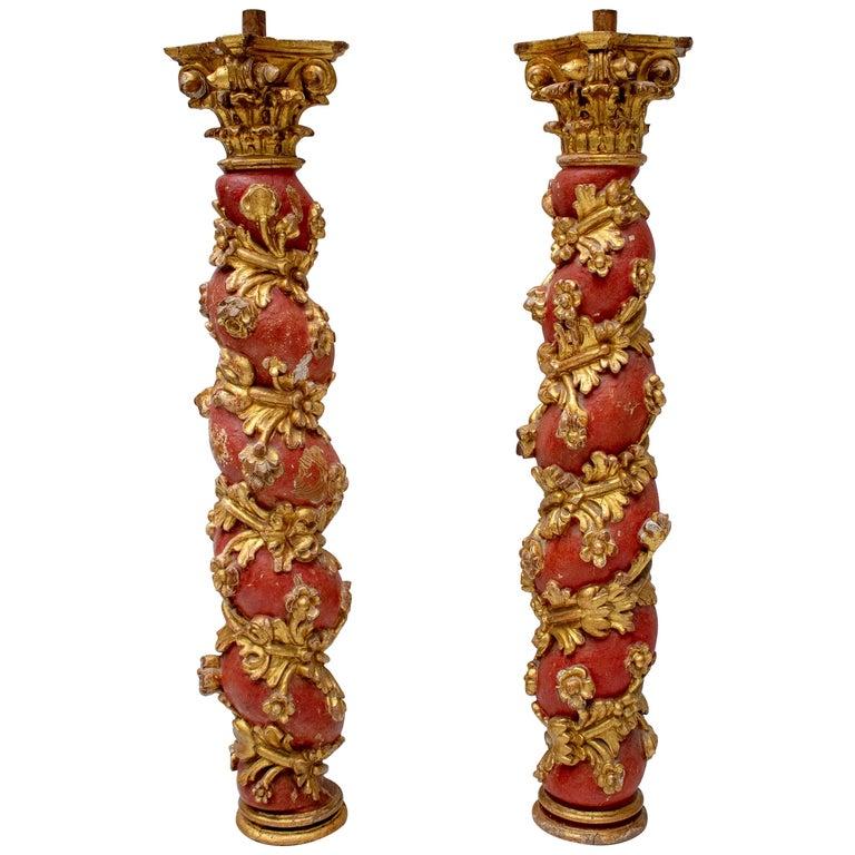 Pareja de Columnas Salomónicas Españolas Talladas a Mano en Madera Dorada, del Siglo XVIII