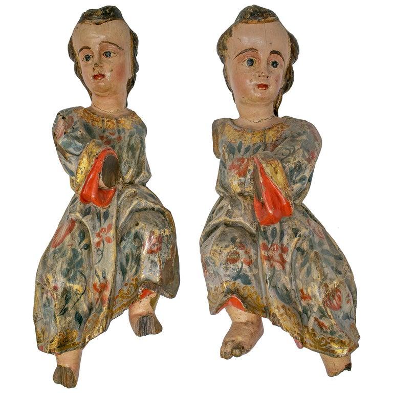 Pareja de Querubines de Madera Pintados y Tallados a Mano, España, del Siglo XVII