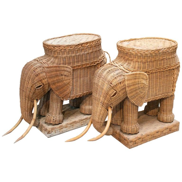 Pareja de Mesas Auxiliares de Ratán Tejidas en Forma de Elefante, de los Años 80