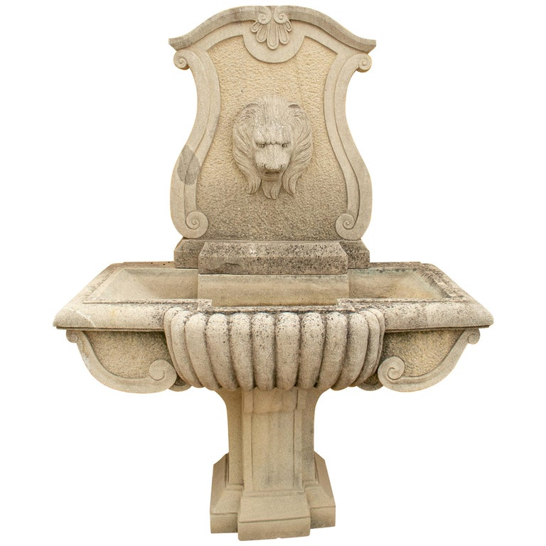Fuente de Pared de Piedra Envejecida Tallada a Mano y con Cabeza de León