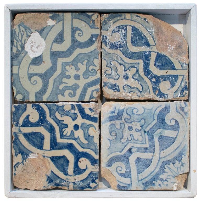 Juego de 4 Baldosas de Cerámica Vidriada Azul Cobalto Enmarcadas, España del Siglo XVIII