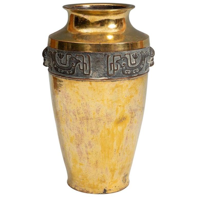 Urna japonesa del Periodo Meiji de Finales con Bordes de Bronce Dorado Cincelado, del Siglo XIX