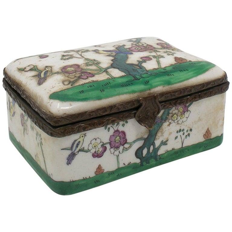 Caja Francesa de Porcelana y Latón con Decoraciones Florales, del Siglo XIX