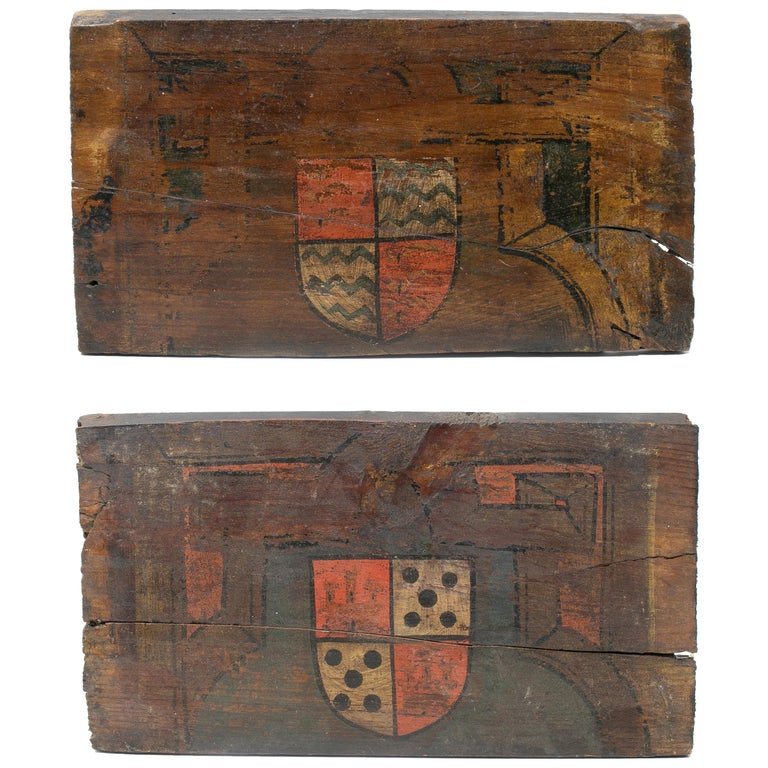 Par de Escudos Pintados Sobre Madera Parte de Un Techo Español, del Siglo XVI