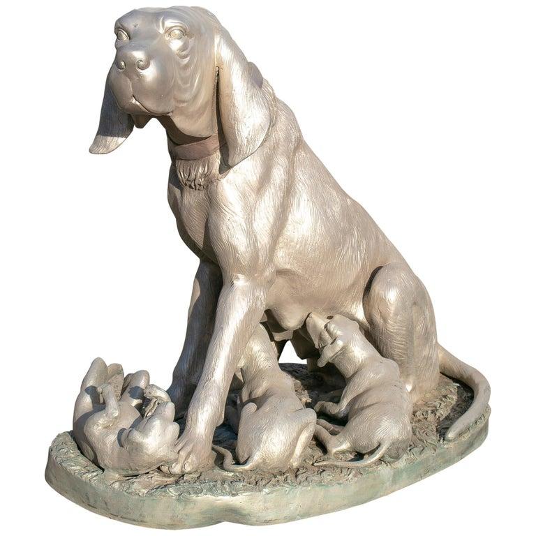 Escultura de Bronce de un Perro de Dimensiones Naturales con Sus Cachorros, de los Años 80