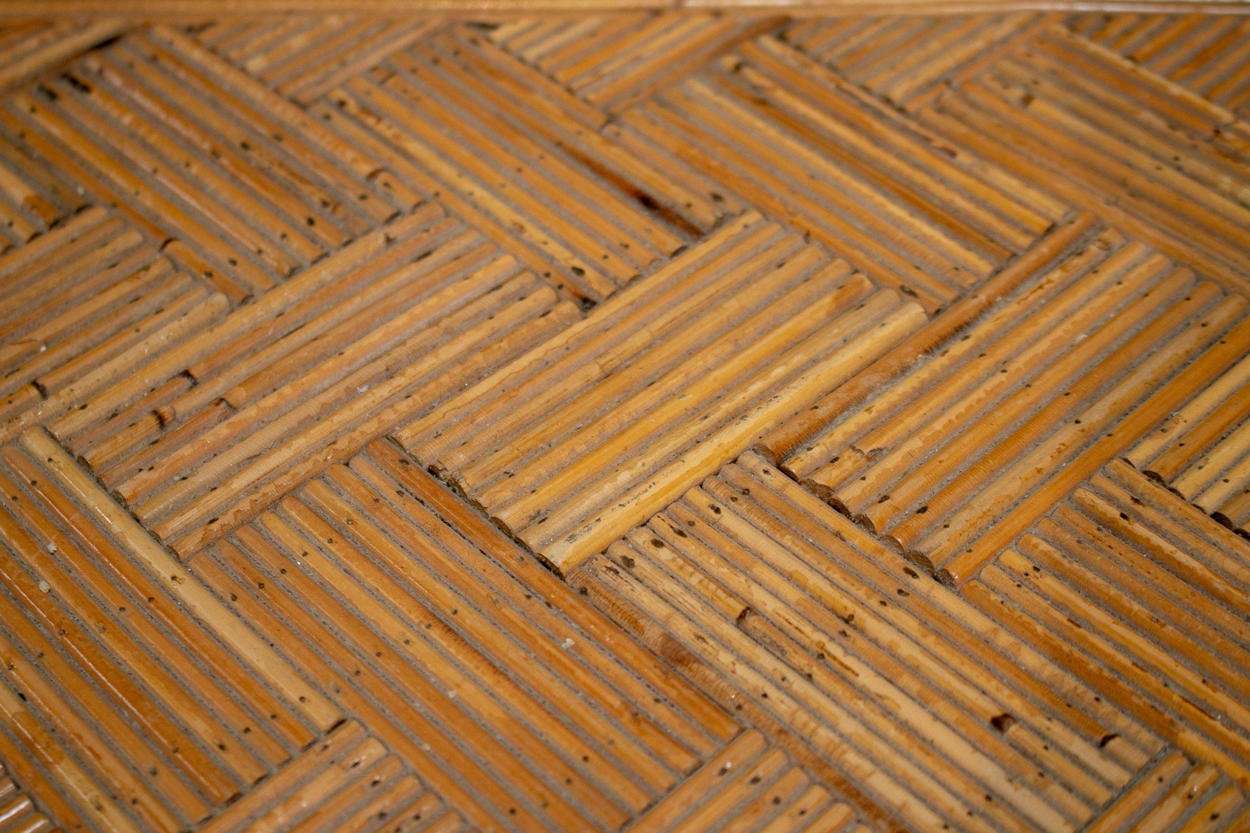 Mesa Auxiliar de Bambú de un Cajón Hecha a Mano en España, de los Años 70