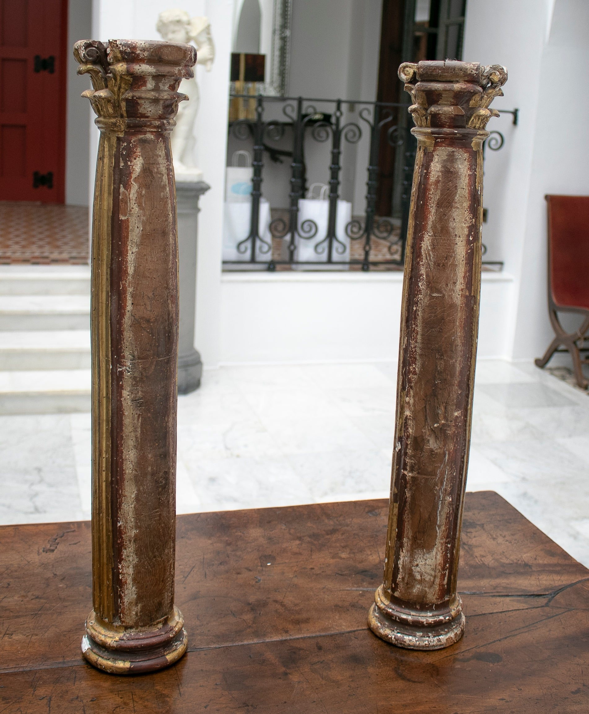 Pareja de Columnas de Madera Dorada Acanaladas Corintias. España, Siglo XVII
