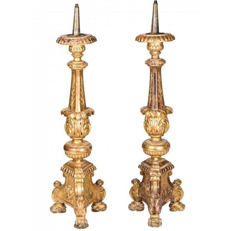 Pareja de Gran Candelabros Italianos Dorados, del Siglo XVIII