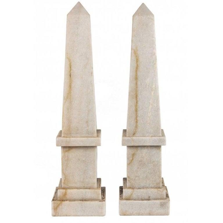 Par de Obeliscos de Mármol Blanco